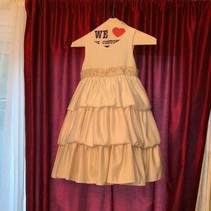 8ad6fe4dc835 3 tone girls flower girl dress. Girls size 5.